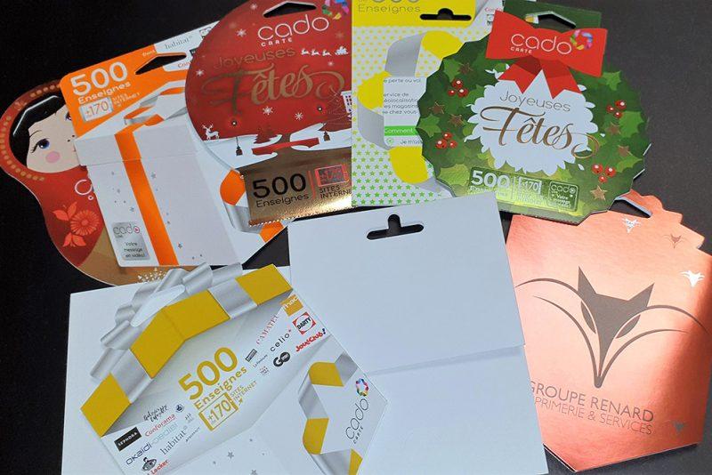 Façonnage de portes carte cadeau avec perforation, rainage, découpe, décorticage, insertion de carte, pliage et collage